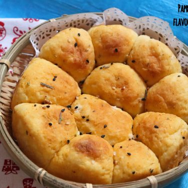 Paprika and Rosemary Flavoured Dinner Rolls