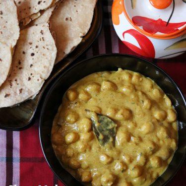 Chana Madra / Chickpeas in Yoghurt gravy