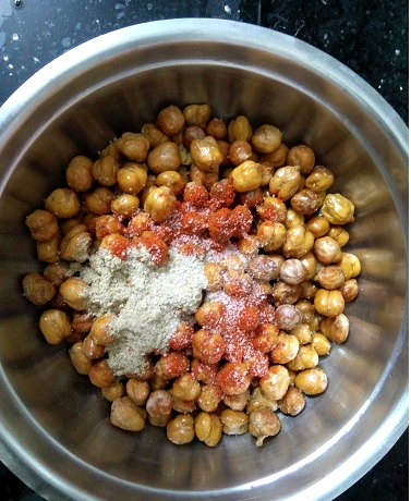 Air Fryer Roasted Chickpeas with spicy masalas