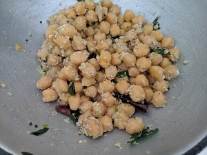 chickpea sundal is ready