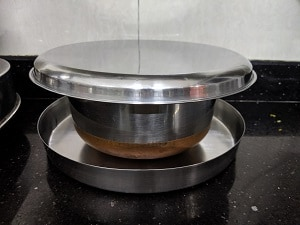 Cover the batter with a lid for fermentation