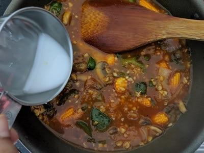 Adding cornflour slurry to thicken the gravy