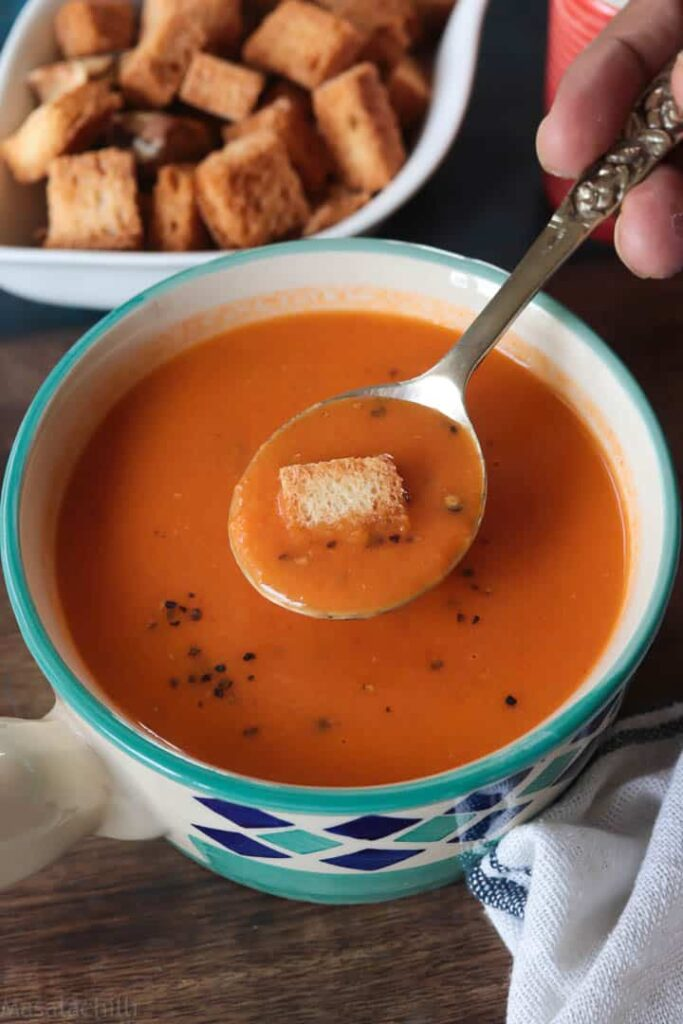 Creamy tomato soup with bread croutons