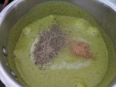 adding spices to the soup - pepper and nutmeg