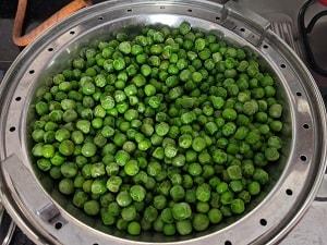 steamed green peas